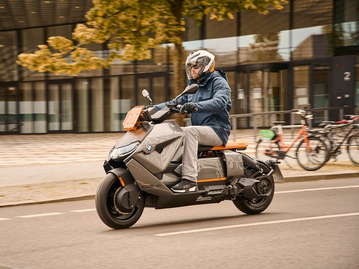 2021 BMW CE 04 electric maxi-scooter unveiled