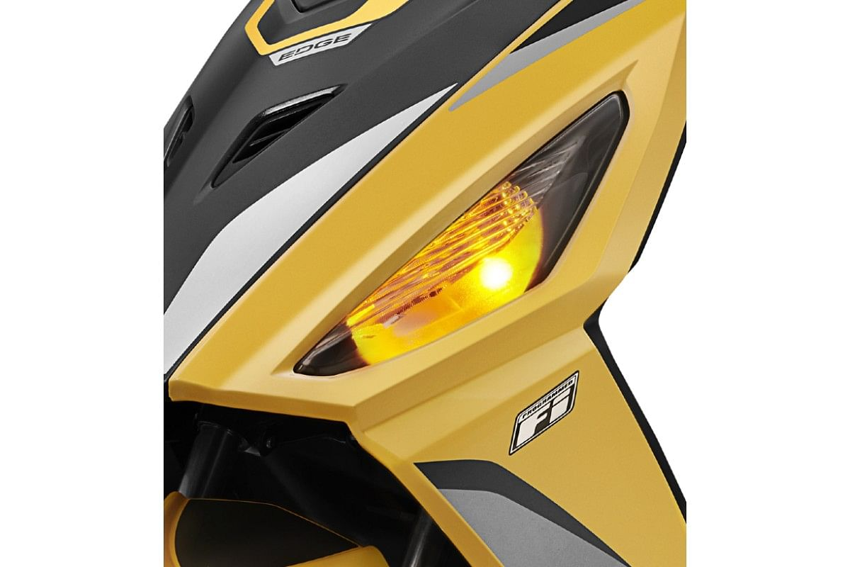The turn indicators on the Hero Maestro Edge 125 are now smoked out