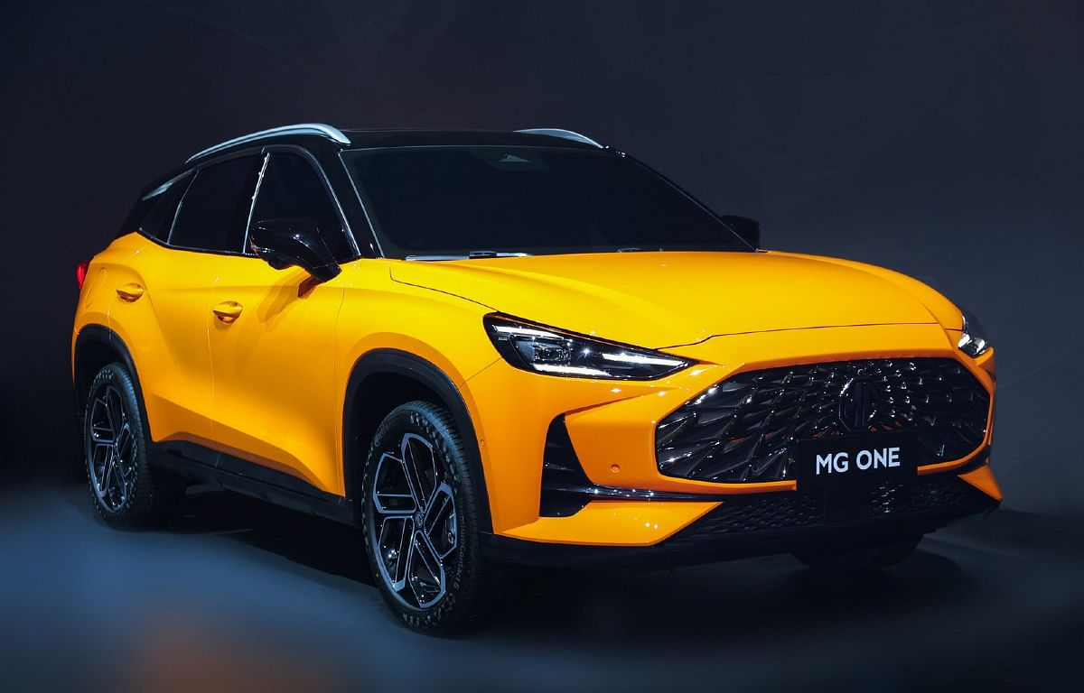 The front of the MG One displays a big three-dimensional grille and edgy LED headlights