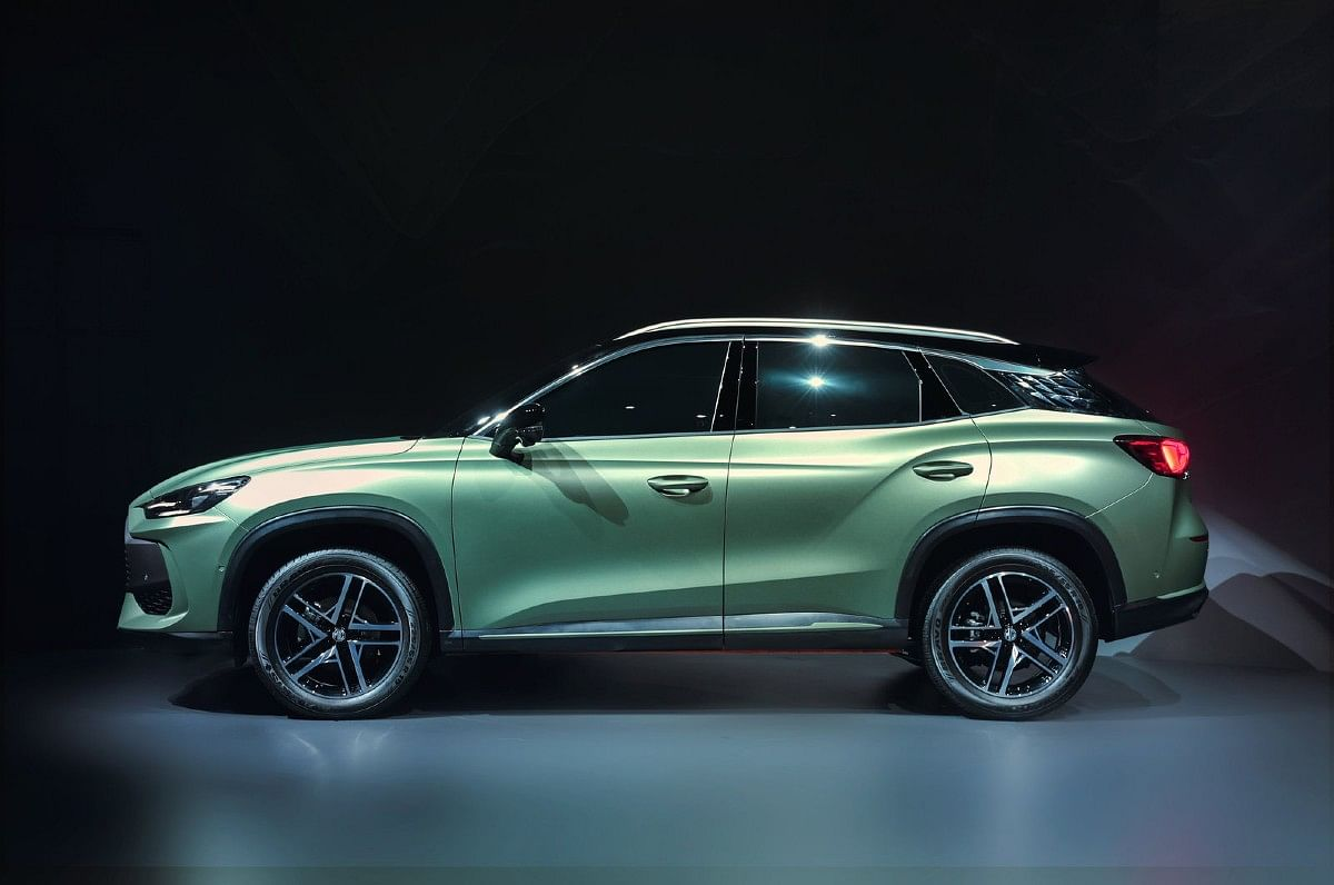 MG One features muscular and aggressive styling with lines running across the frame of the SUV