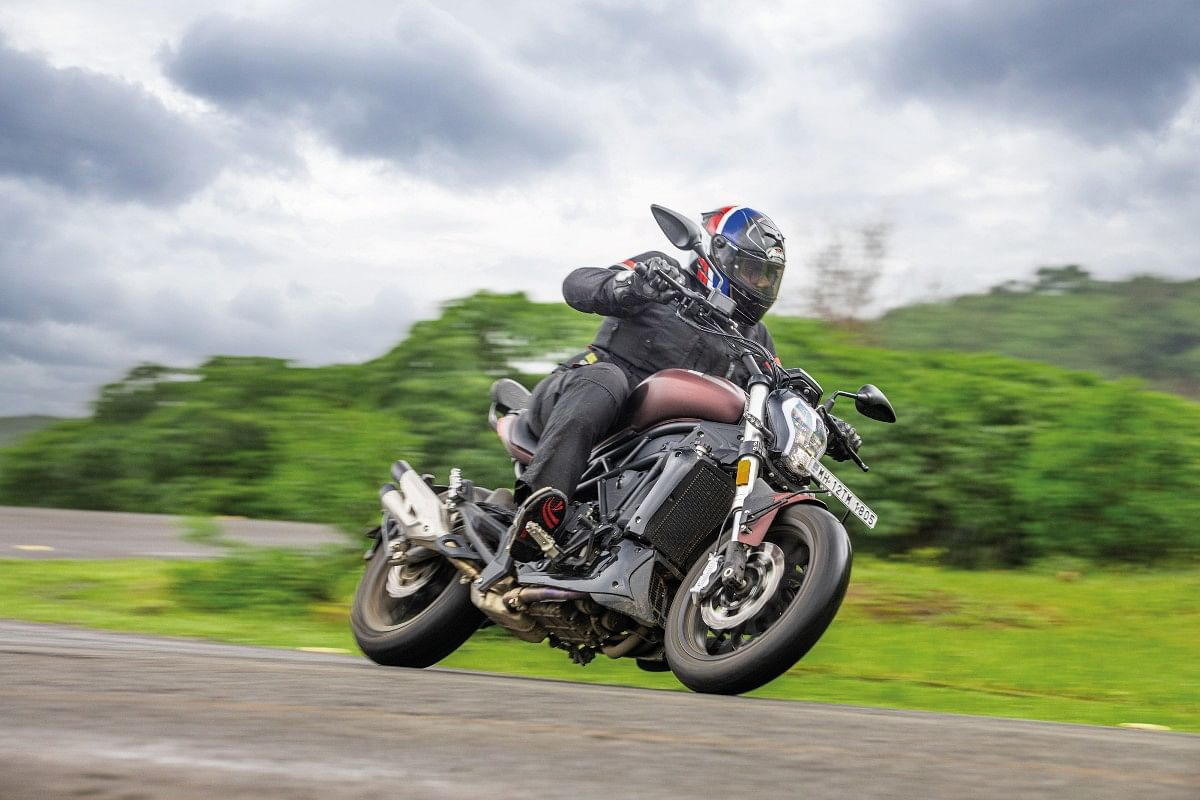 Despite its footprint, the Benelli 502C is not just a good cruiser, but a potent handling machine as well