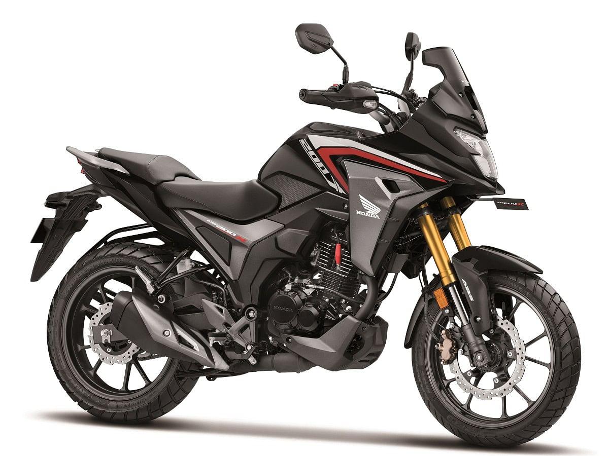 Honda CB 200X in Pearl Nightstar Black