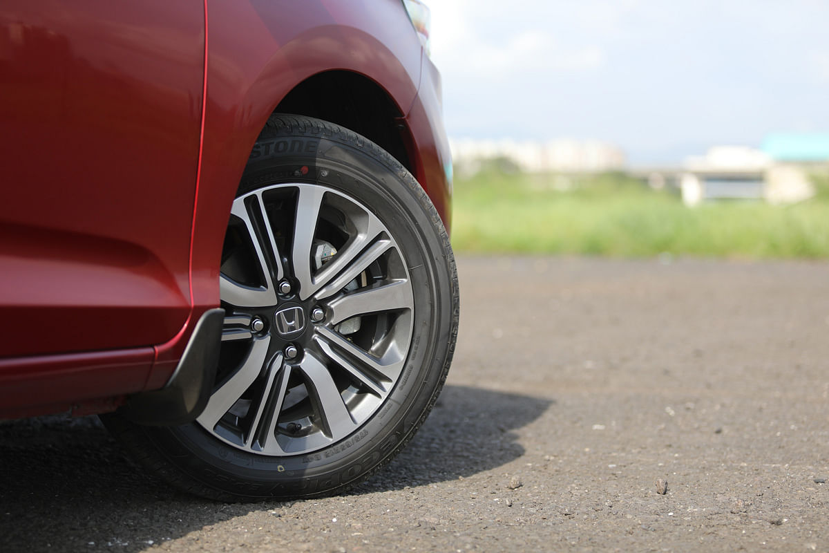 The 15-inch wheels are exclusive to the VX variant