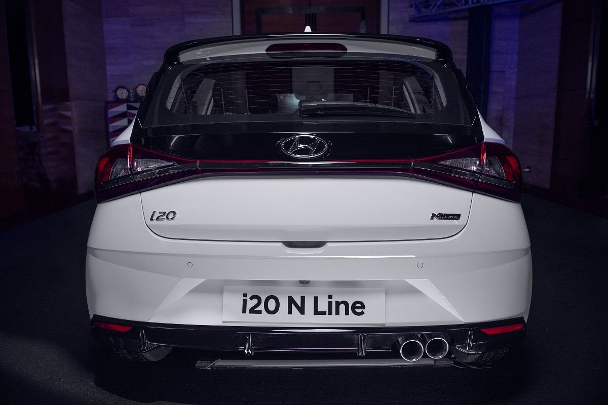Twin-tip muffler and N Line badging on the tailgate present on the i20 N Line