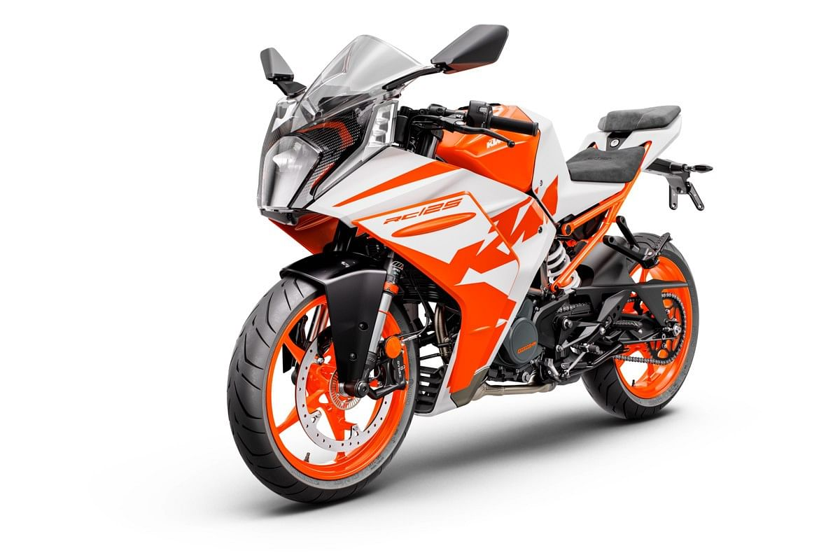Each model receives two new colour schemes in the 2022 KTM RC lineup