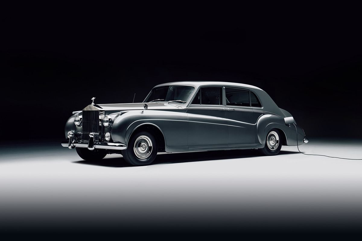 Just everyhting you need when it comes to luxury, but electrified in the 1961 Rolls Royce Phantom V