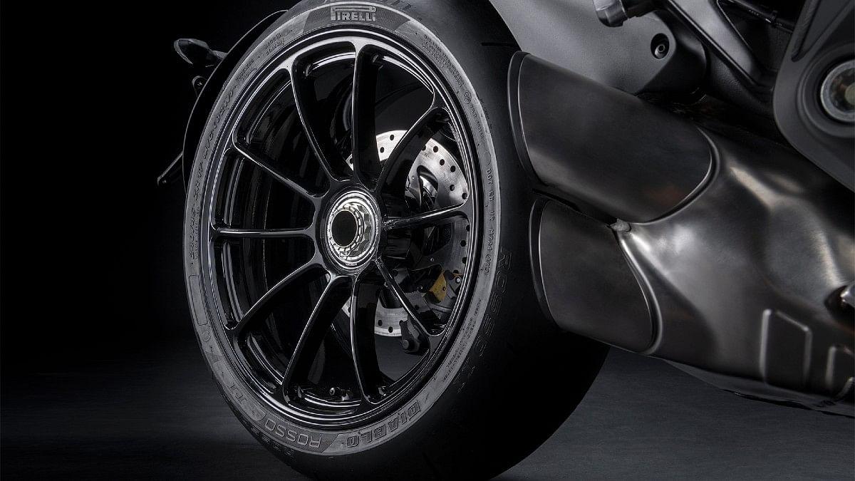 The Ducati XDiavel sports Pirelli Diablo Rosso tyres and Brembo discs
