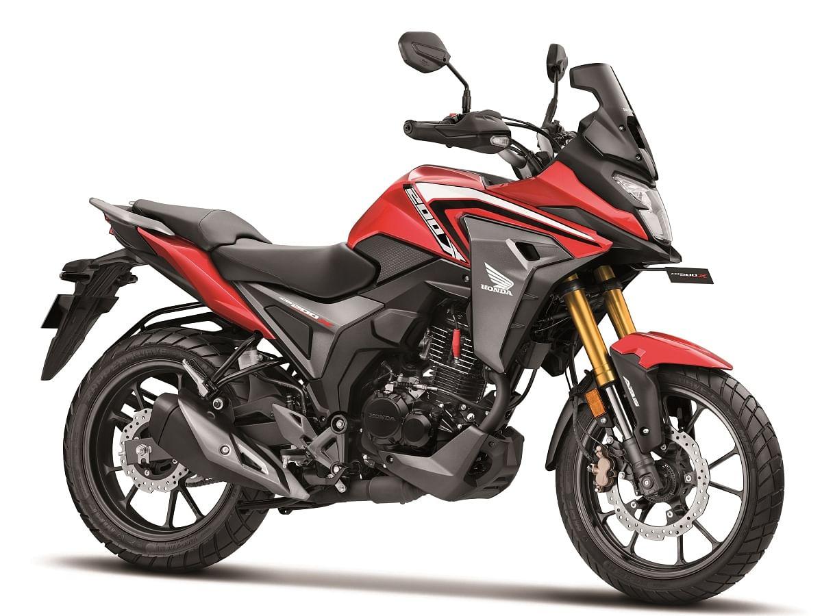 Honda CB200X in Sports Red