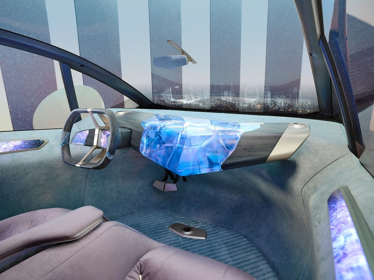 The windscreen also displays all the neccesary information to the driver via head-up display