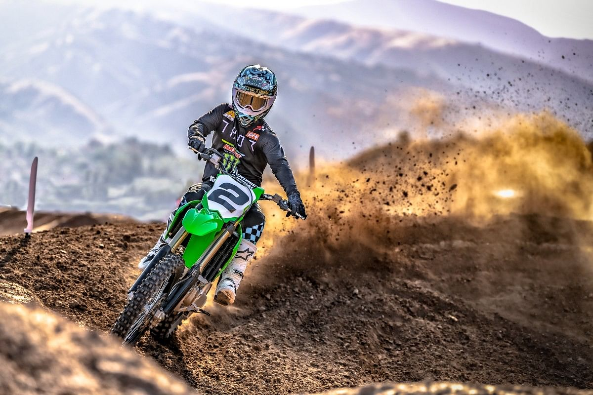 The 2022 Kawasaki KX450 has a kerb weight of barely 110kg!
