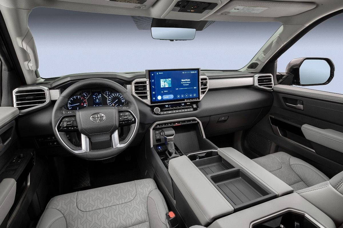 Optional 14-inch touch screen infotainment display