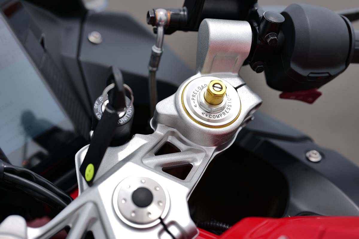 The front suspension setup gets 20 clicks of compression and rebound damping and the preload can be adjusted by 10 clicks