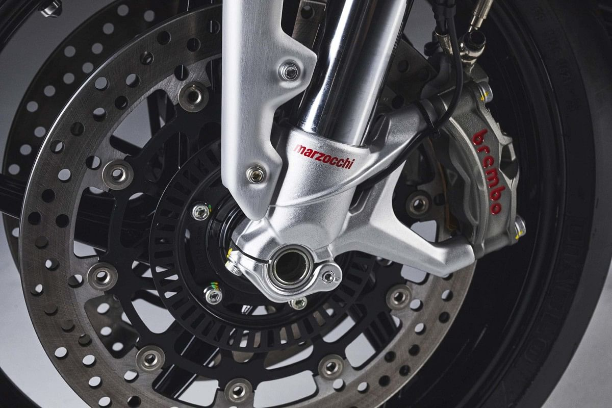 The conventional Marzocchi USD front suspension