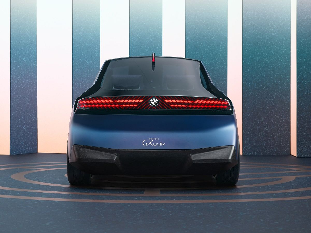 The rear also gets digital surface with a neat LED bar runnning across the width of the car