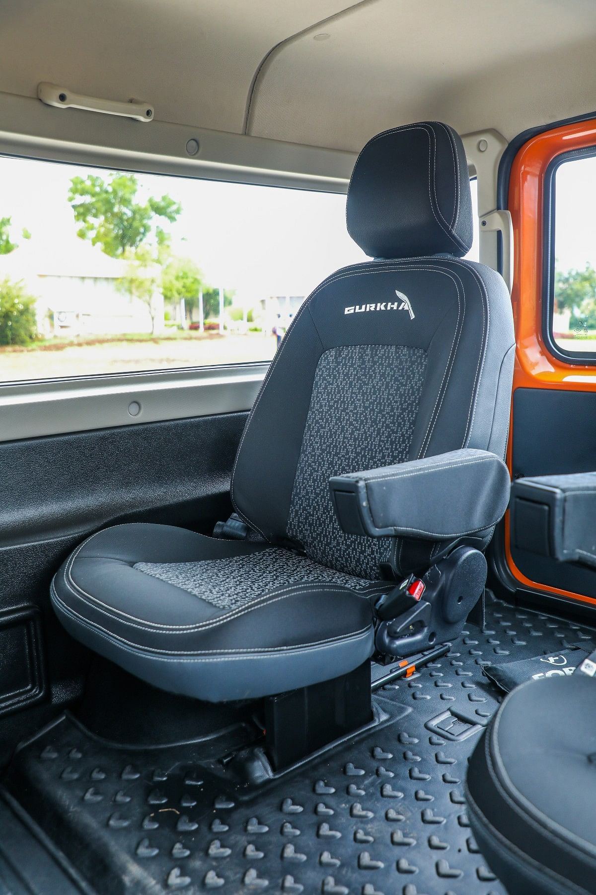 Access to the rear captain's seats on the new Gurkha is from the tail gate and you walk in through the space between the two seats