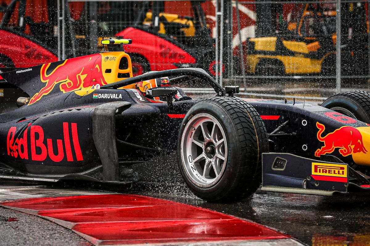 By lap 11, Daruvala was setting the fastest laps of the race and was slowly catching the drivers ahead. But a wrong judgement caught the Indian driver out.