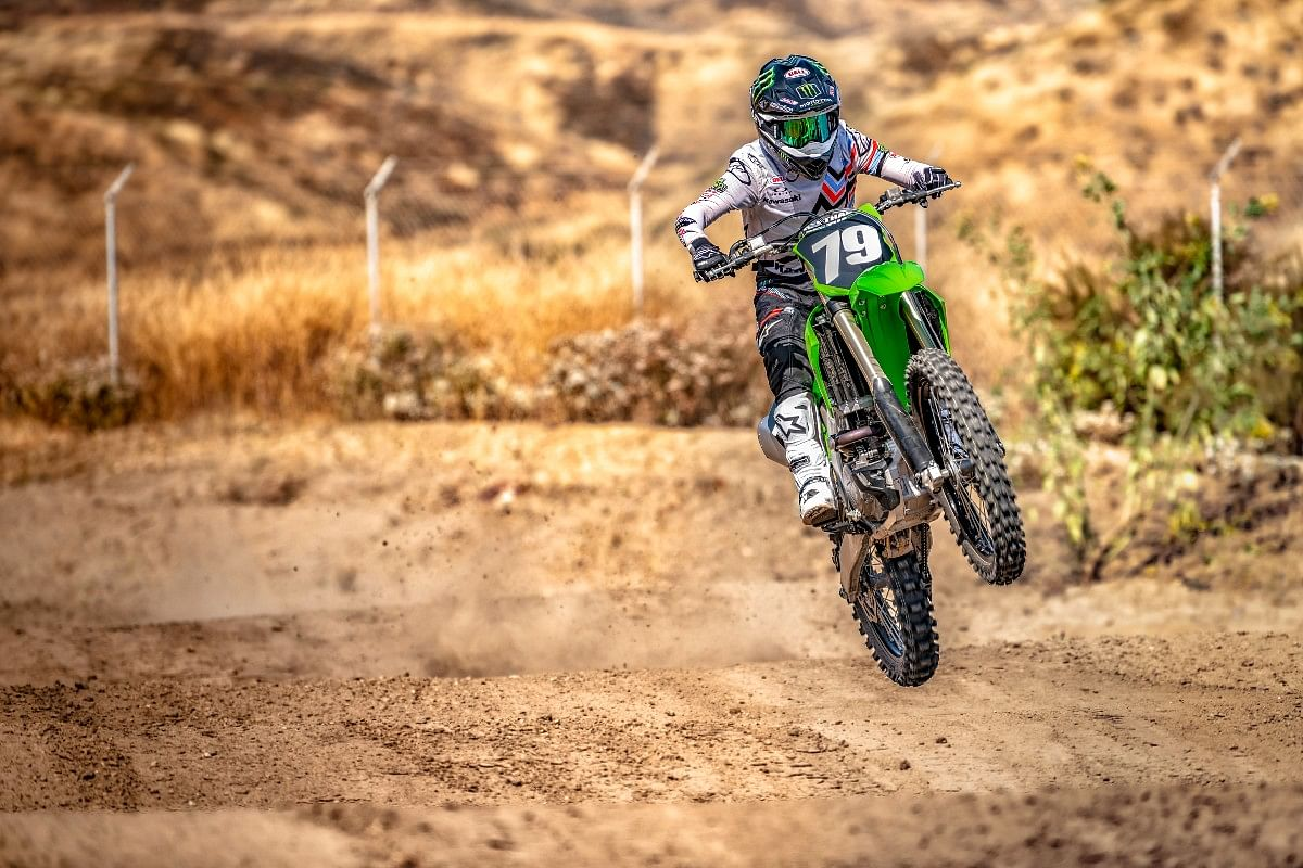 The 2022 Kawasaki KX250 gets 48mm USD adjustable forks with 314mm of travel