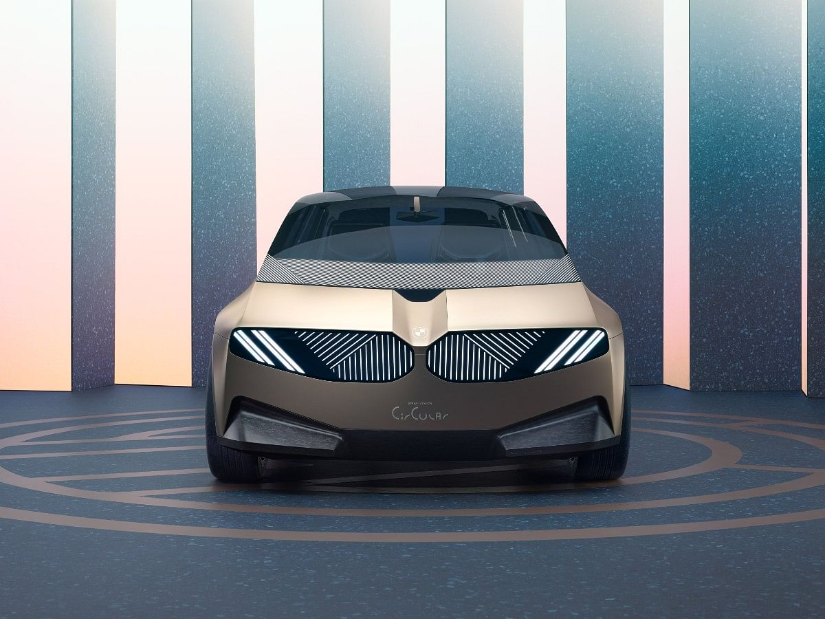 The BMW i Vision Circular retains the signature kidney grille which is now a digital surface with LEDs