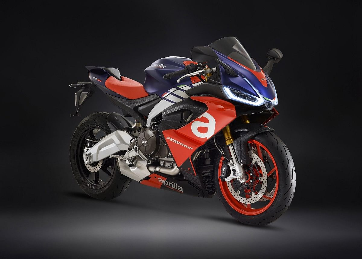 The Aprilia RS 660 resembles the bigger RSV4 and also receives adjustable front suspension