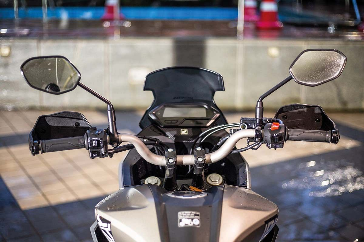 The Honda CB200X gets a taller and wider handlebar