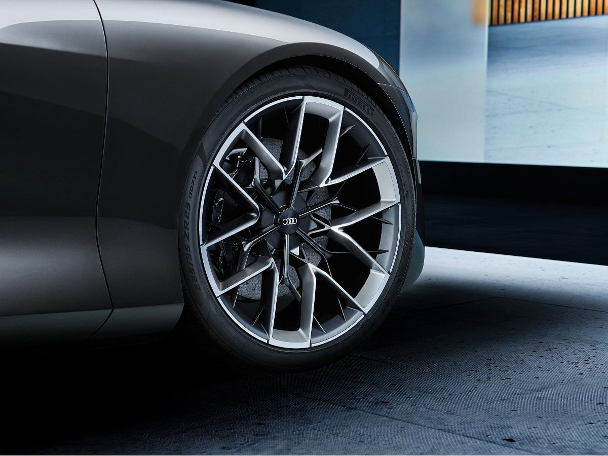 The Audi Grandsphere concept sports 23-inch alloys with alloys resembling the ones on the Audi Avus