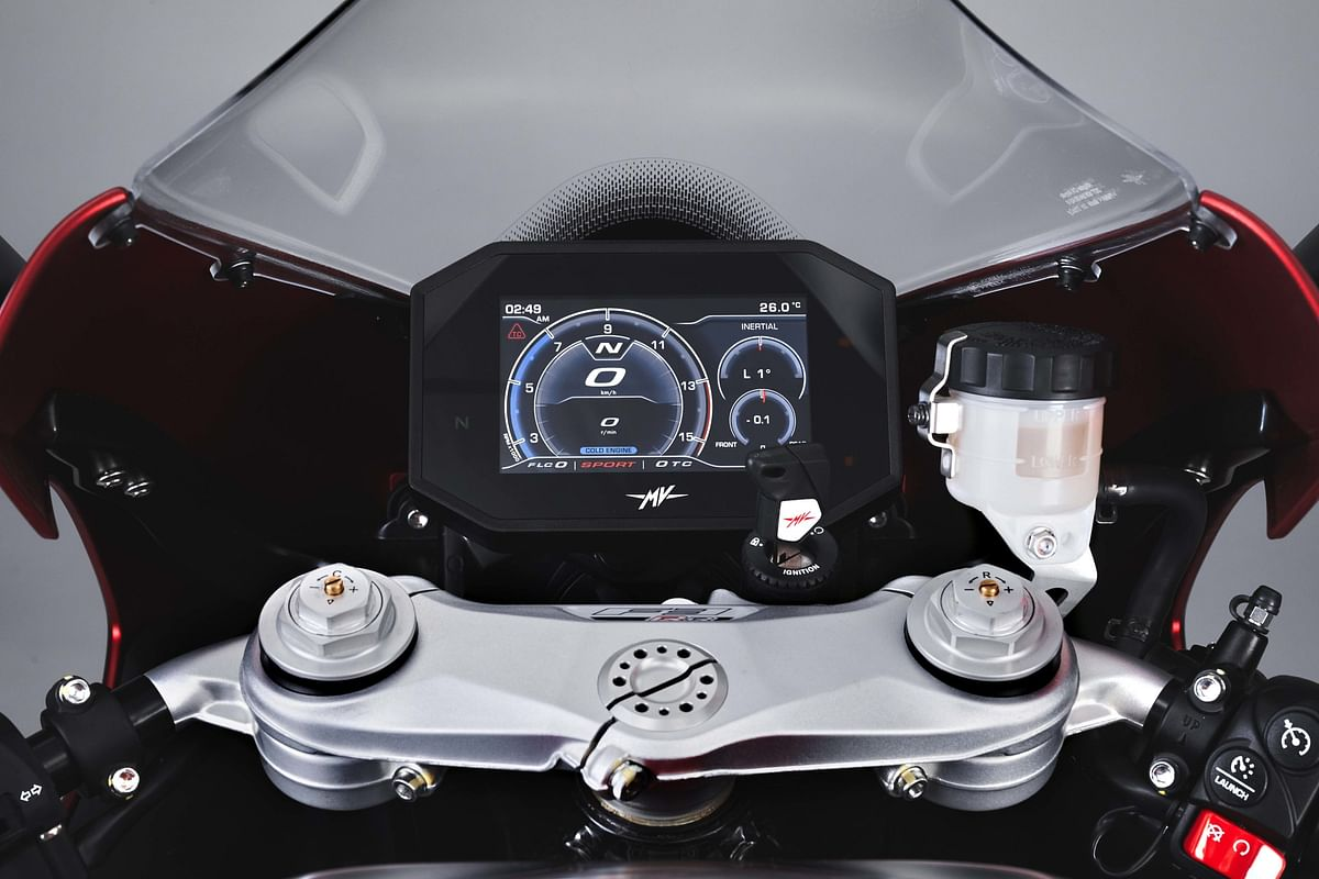 The F3 RR has a 5.5-inch Tft instrument display with smartphone integration
