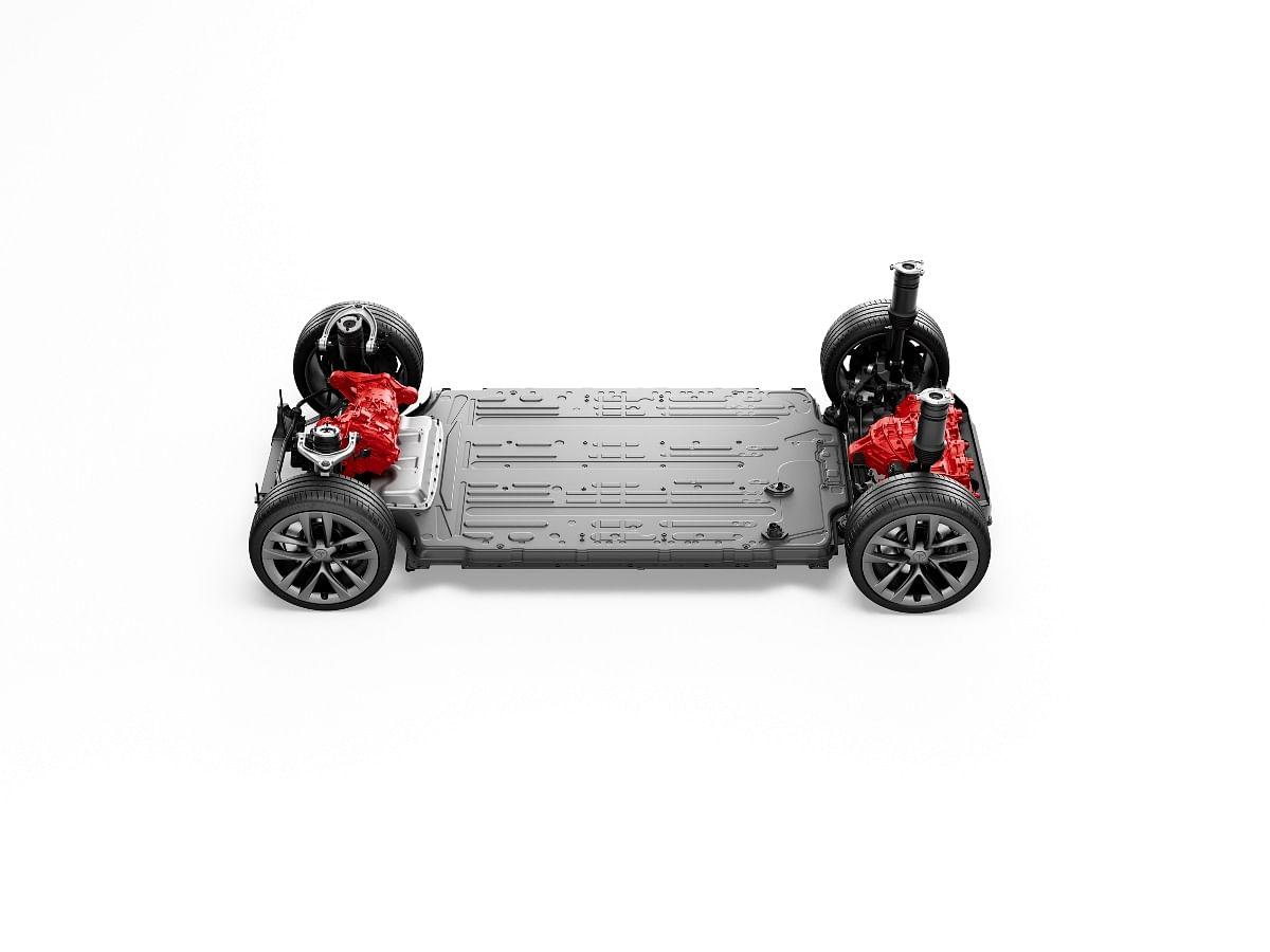 The tri-motor setup produces 1006bhp of peak power