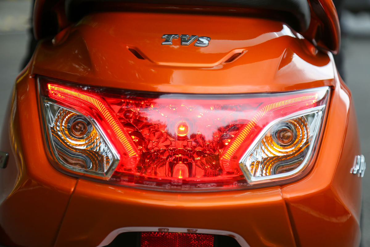 The tail lamp houses twin-LED strips above the turn indicators
