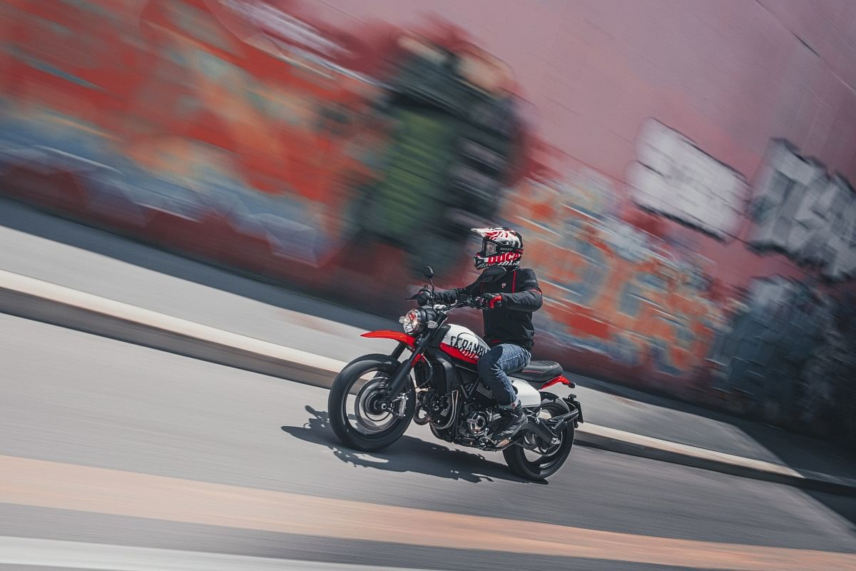 Similar to the 1100 TributePRO, the Urban Motard also shares its mechanicals with the rest of the Scrambler 800 lineup