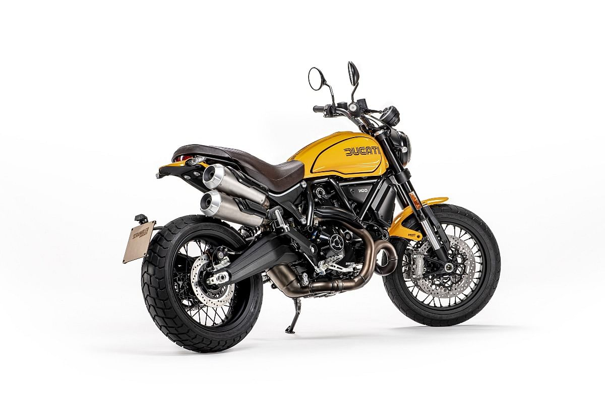 Even the rear third-quarter angle of the 2022 Ducati Scrambler 1100 TributePRO is flattering
