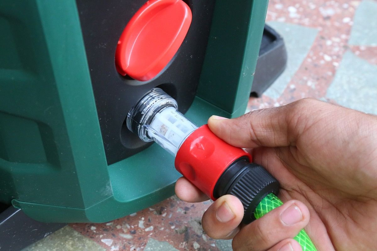 The Bosch Universal Aquatak 130 gets push-fit style attachments