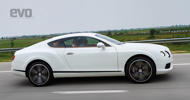 Yatch club: Mercedes-Benz S63 AMG Coupe and Bentley Continental GT