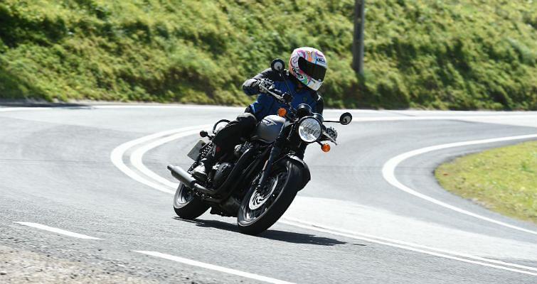 Triumph Bonneville T120 Black review