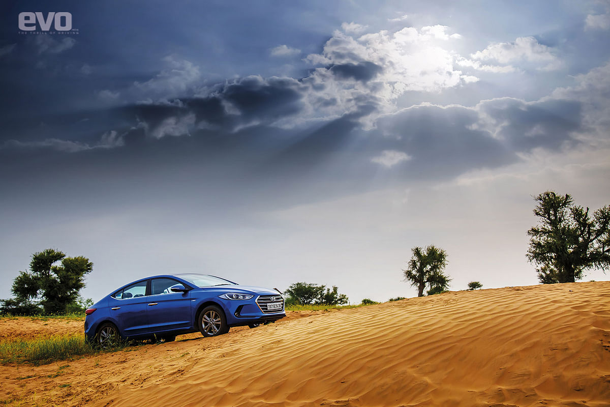 Desert. Sun. Overcast skies. And the Elantra in a Marina Blue colour complete this beautiful picture
