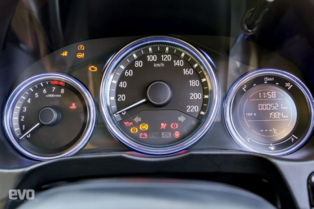 Lights flanking speedo glow green when driven efficiently, blue when driven hard