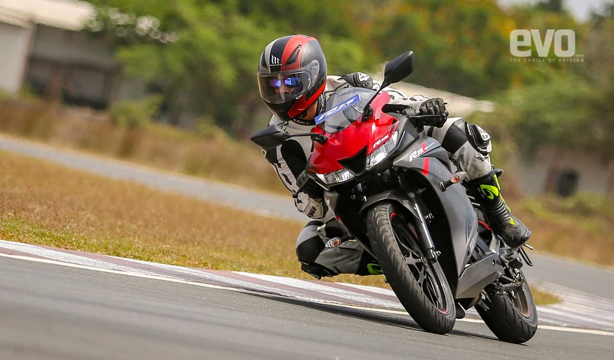 First Ride Review of Yamaha YZF R15 v3