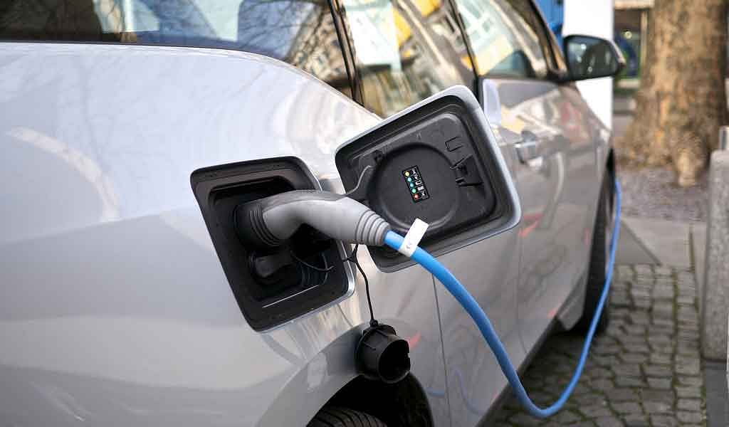 Switch to electric vehicles & get incentives up to Rs. 2.5 lakh, says Government