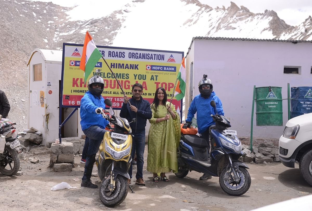 Okinawa Praise reaches Khardung La – the highest motorable pass in the country