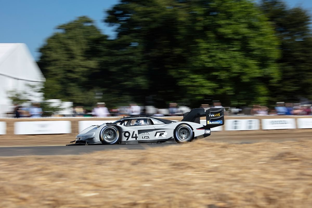 Volkswagen I.D. R Pikes Peak sets a new record at the Goodwood FoS