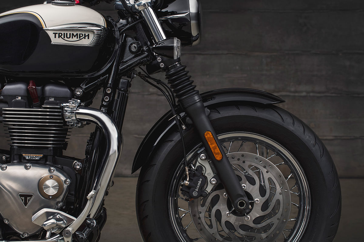 The Speedmaster gets a 16-inch front wheel. Braking has improved significantly due to the twin disc set up