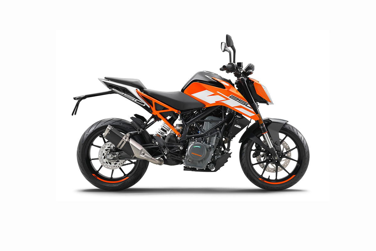 KTM surprises with the launch of 250 Duke at the 390 launch