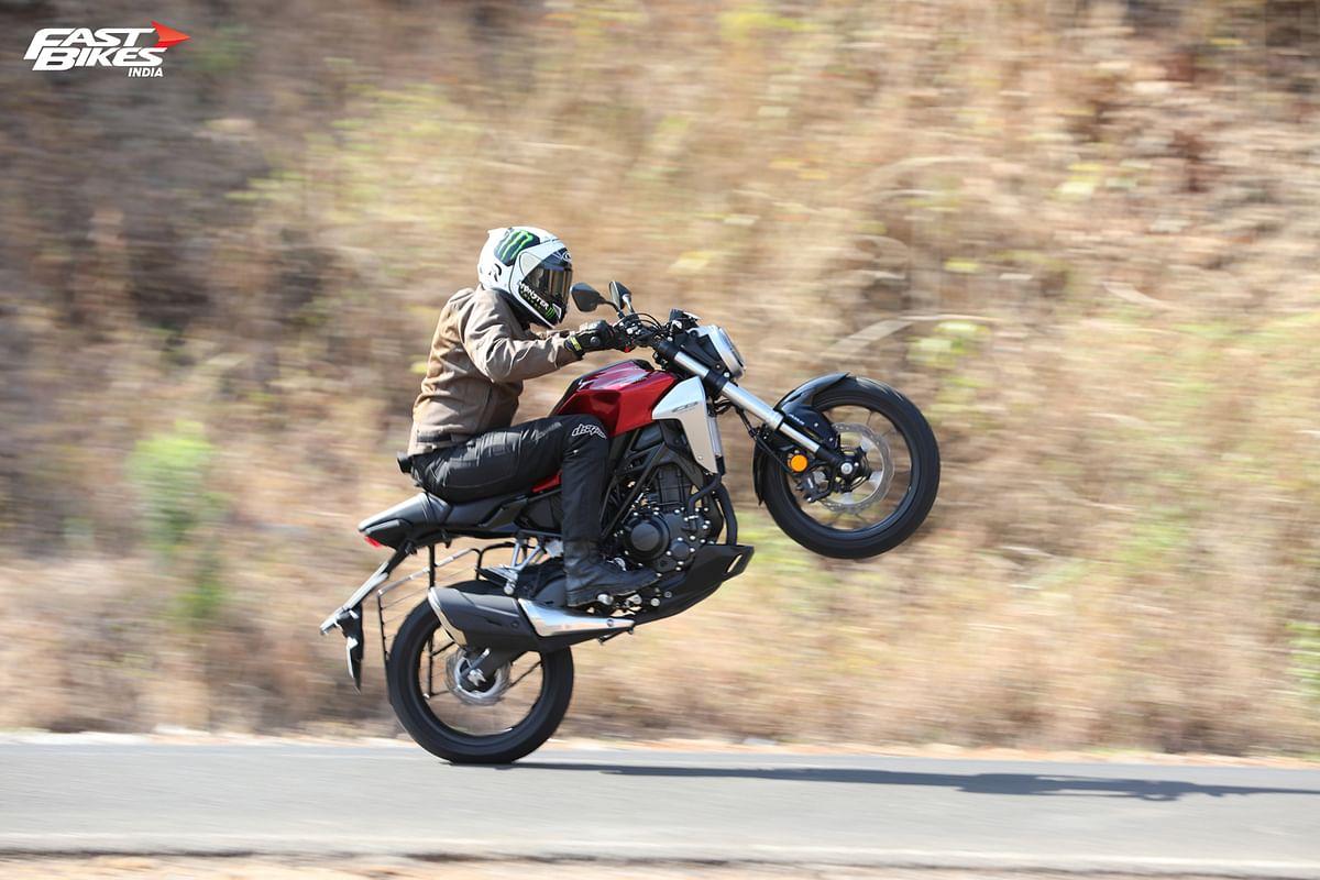 Honda CB300R wheelie