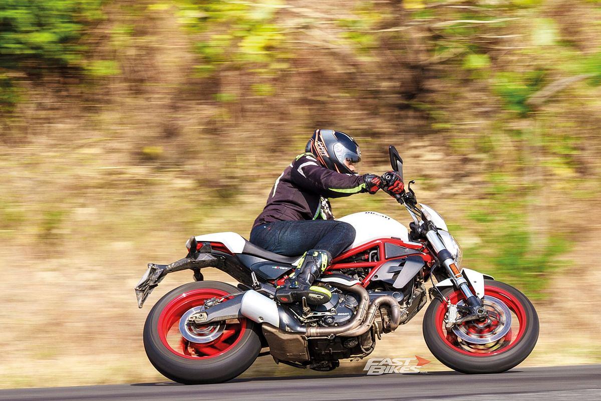 Harley-Davidson Street Rod vs Ducati Monster 797 vs Triumph Street Twin