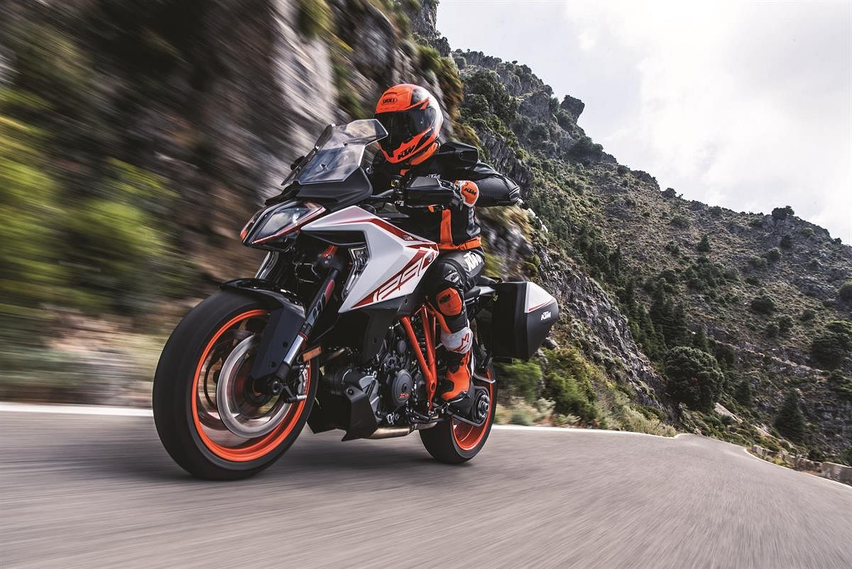 Intermot 2018: KTM unveils MY2019 1290 Super Duke GT and Super Duke R