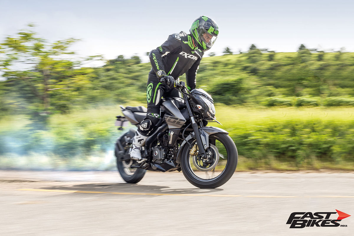 Bajaj Pulsar Stuntmania: How to do a Burnout
