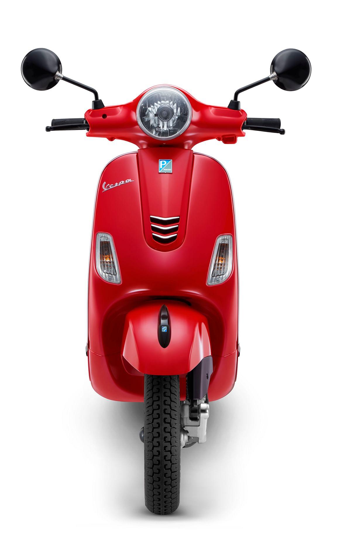 Vespa Urban Club 125 in Glossy Red