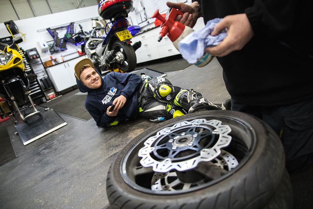 How to check and change your brake discs