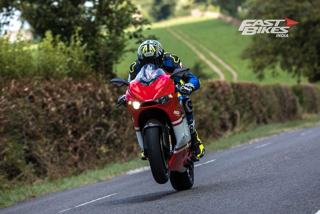 Ultimate V4: Ducati Panigale V4 Speciale vs Desmosedici RR