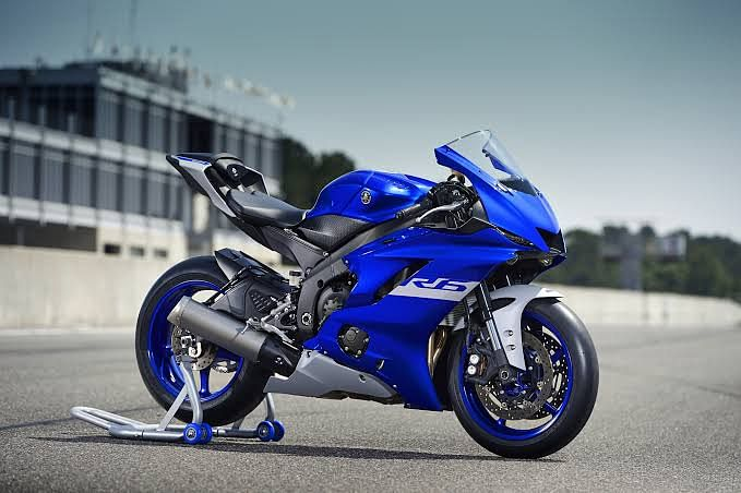 The 2020 R6 is one of the most popular supersport in the world and it is as desirable as it can be.