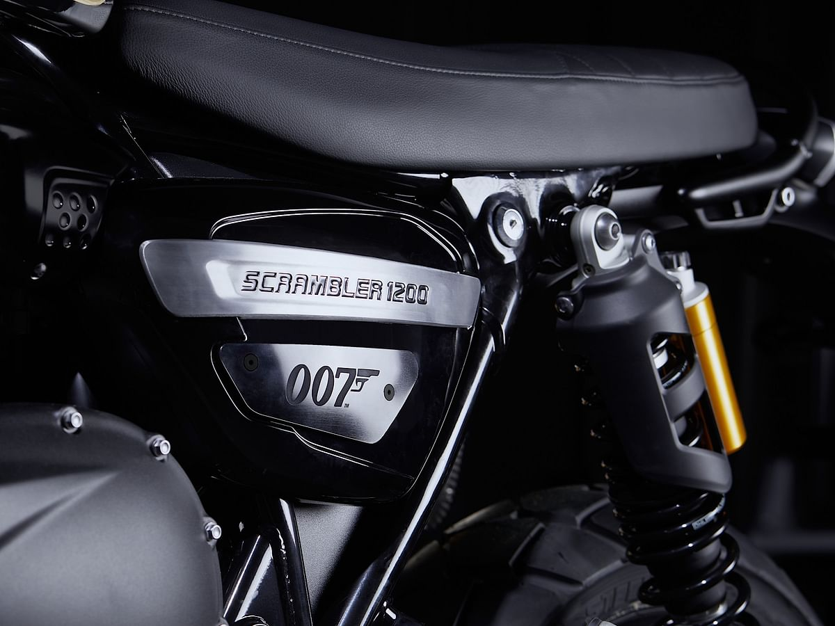 The Scrambler 1200 Bond Edition features a Sapphire Black paint scheme, featuring British flag on the tank and brushed decal foil knee pad with hand-painted gold coachline.